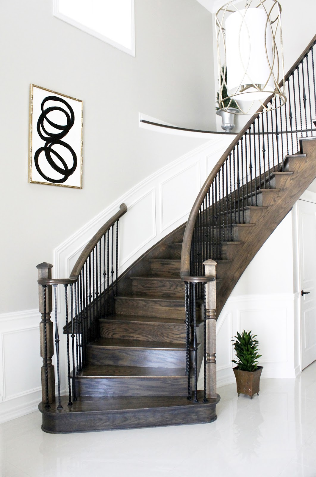 Ideas For Wall Decor On Stairs : Stylish stairway gallery walls